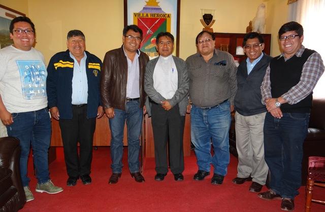 ALCALDE DE TORATA OFRECE BIENVENIDA A NUEVO VICARIO DE LA PARROQUIA SAN AGUSTÍN