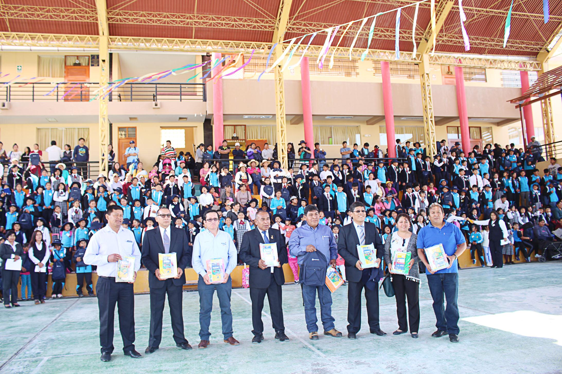 MUNICIPALIDAD ENTREGA KITS ESCOLARES EN INSTITUCIONES EDUCATIVAS PARA UN BUEN INICIO DEL AÑO ESCOLAR EN TORATA