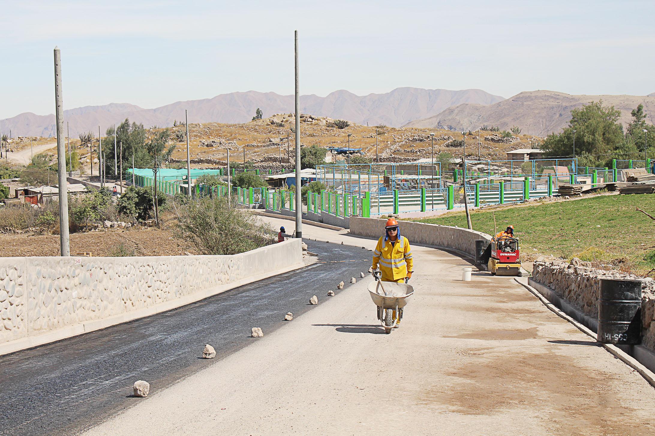 AGRICULTORES DE TORATA ALTA PRONTO CONTARÁN CON UNA VÍA ASFALTADA Y MEJORADA PARA TRANSPORTAR SUS PRODUCTOS