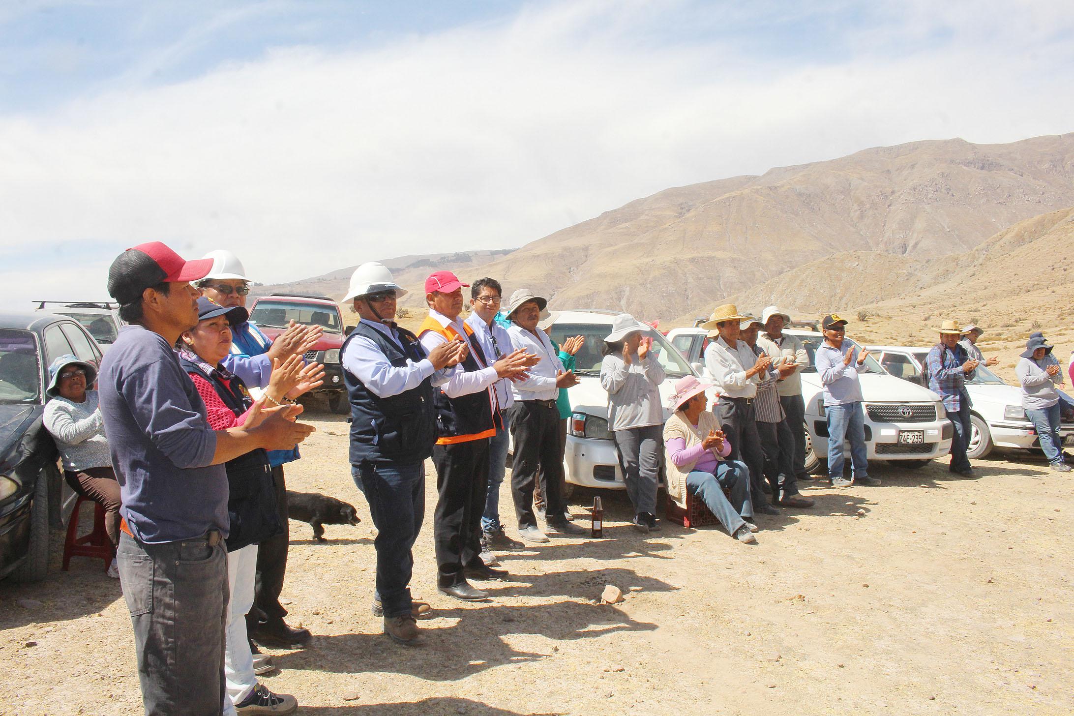 MUNICIPALIDAD DE TORATA APERTURÓ VIA CARROZABLE PARA AMPLIAR LA FRONTERA AGRÍCOLA EN EL SECTOR IRRIGACIÓN CULLABAYA