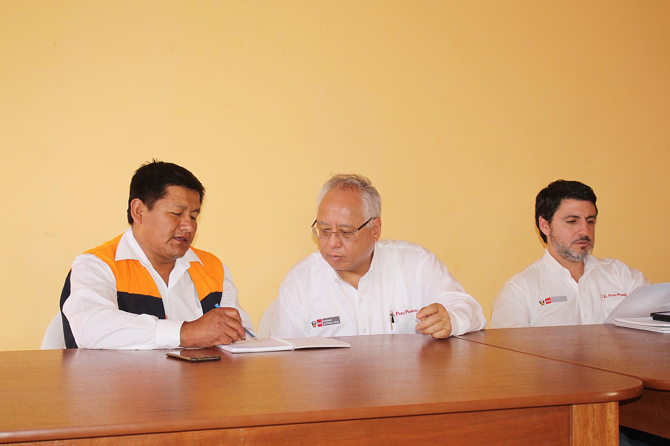 MINISTRO DE ENERGÍA Y MINAS LLEGA A TUMILACA PARA ESTABLECER DIÁLOGO CON AGRICULTORES DEL LUGAR