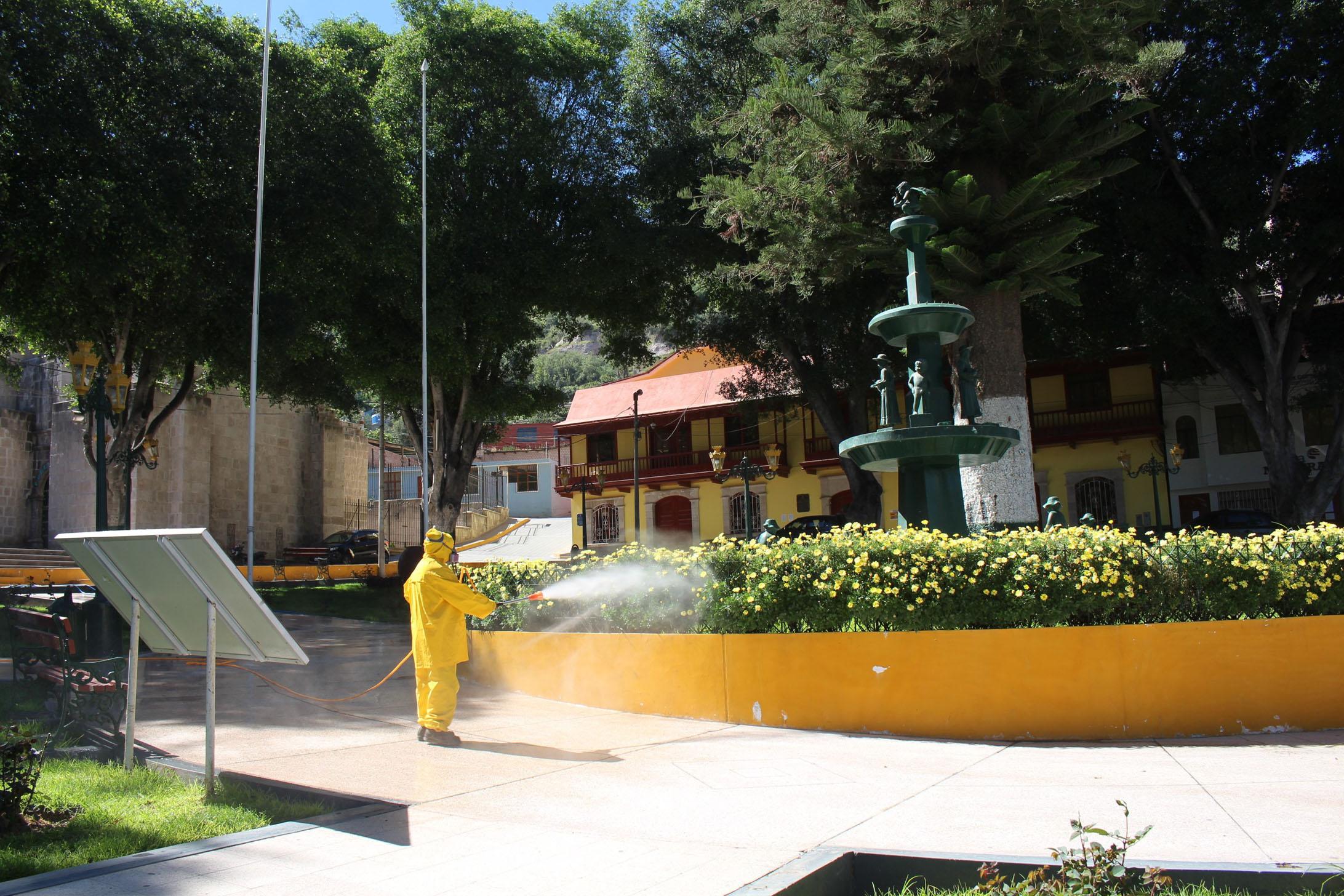 MUNICIPALIDAD DE TORATA INICIA TRABAJOS DE FUMIGACIÓN COMO PREVENCIÓN ANTE EL COVID-19 EN LUGARES DE MAYOR CONCURRENCIA
