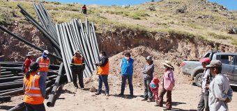 ALCALDE DE TORATA SEGUIRÁ APOYANDO A LOS AGRICULTORES DE COSCORE PARA OPTIMIZAR EL USO DE AGUA PARA RIEGO