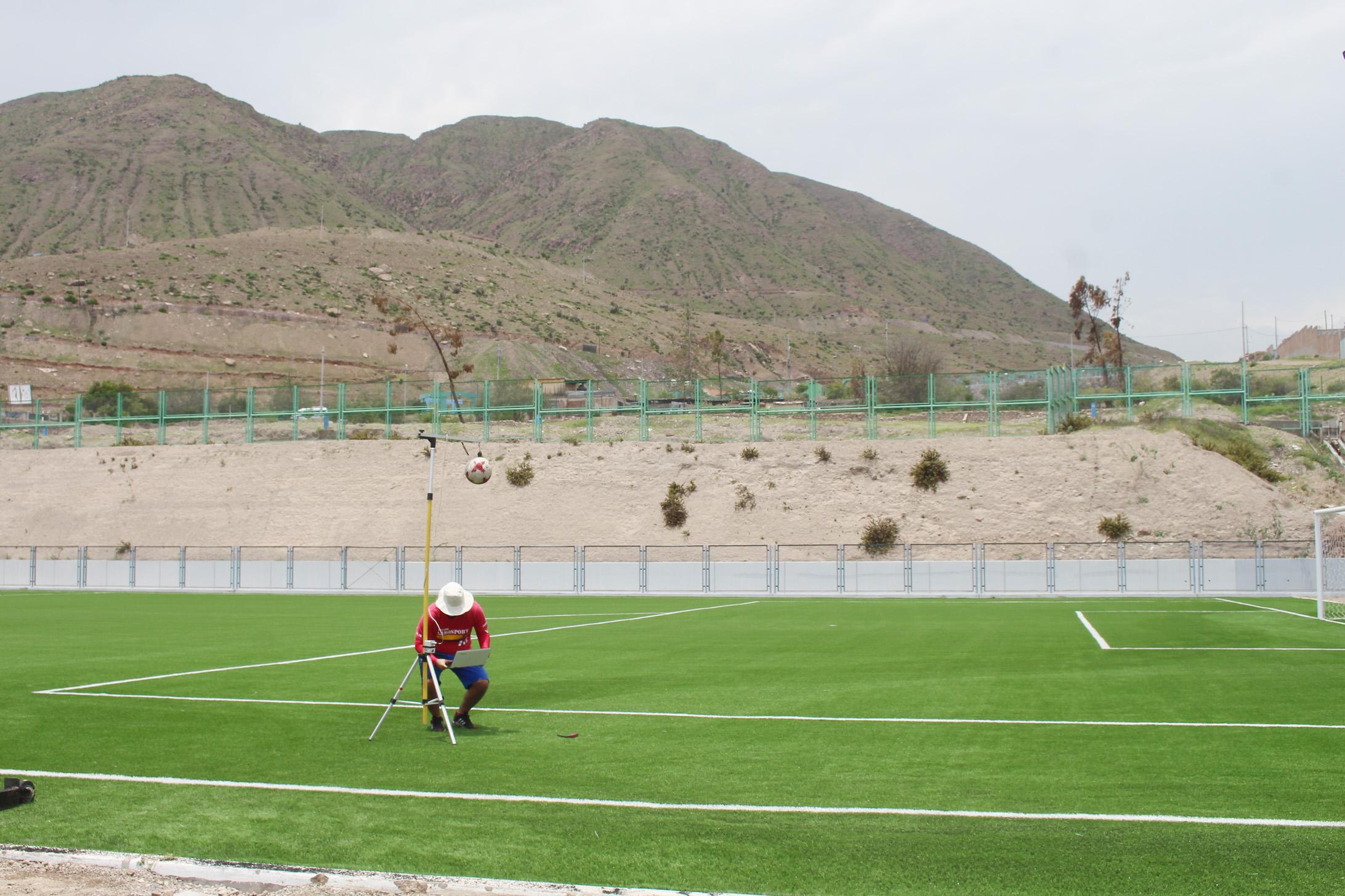 CAMPO DE GRASS SINTETICO DEL ESTADIO DE YACANGO EN BUSCA DE OBTENER CERTIFICACIÓN FIFA